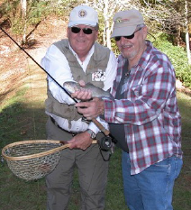 Carl Riggs (l), Veteran Don Wildes (r)